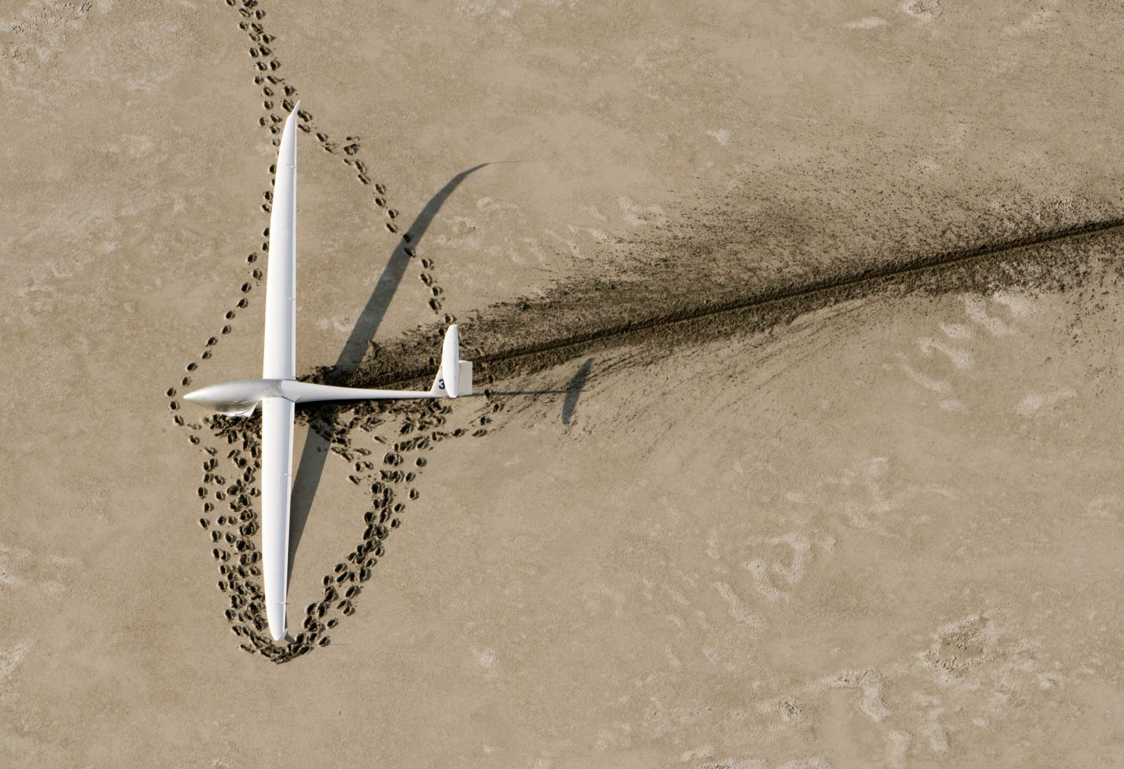 Glider that landed in a dry lake bed